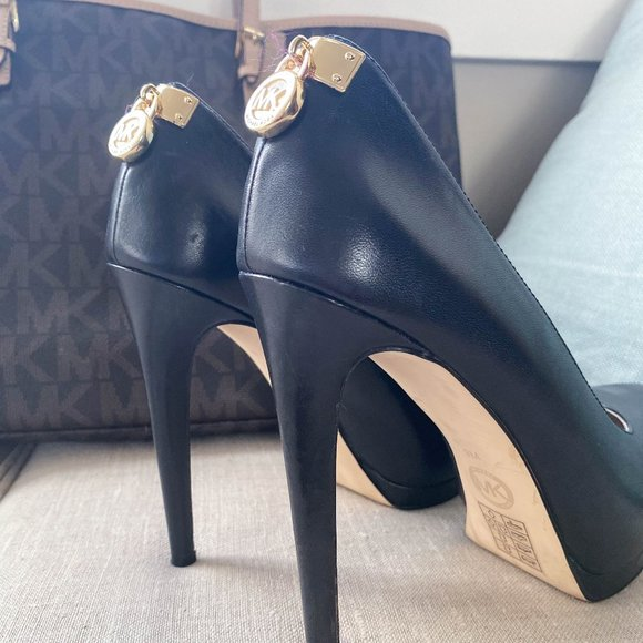 Michael Kors Antoinette Leather Pump